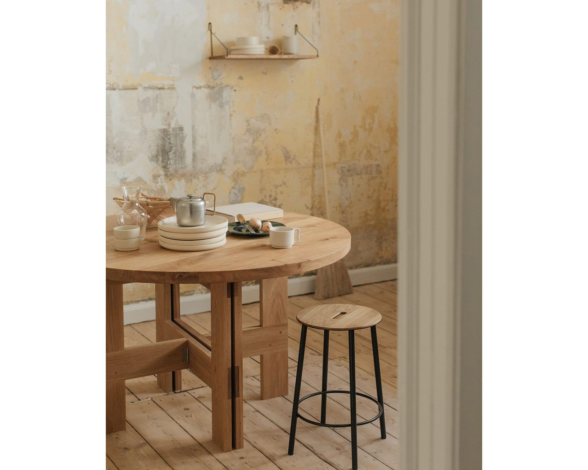 Frama Farmhouse Table Round O120